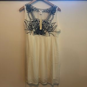 Esley white dress with blue embroidery